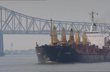878333788-mississippi-fleuve-bateau-a-vapeur-louisiane-pont-routier