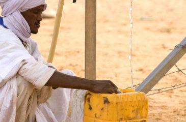 Eau du forage, Leguerara, environs de Chinguetti, Region de l'Adrar, Mauritanie