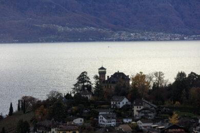 Suisse, Canton du Vaud, Montreux, quartier du Chatelard, le Chateau des Cretes, le lac Leman et Saint Gingolph en arriere plan