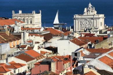 Portugal, Region de Lisbonne, Lisbonne, quartier Baixa, Arc de Triomphe de la Rua Augusta sur la Praca do Comercio (Place du Commerce), le Tage en arriere plan